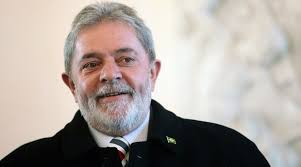 Ex-presidente Lula divulgou que recebe cantadas de mulheres pelo twitter