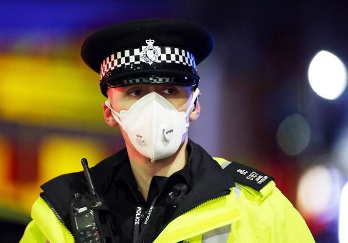 Explosão em Leicester, interior da Inglaterra neste domingo, 25