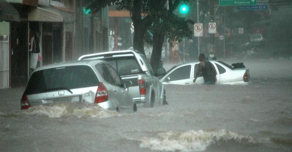 Sobre chuvas, alagamentos e afins. Artigo do jornalista Alex Ferraz.