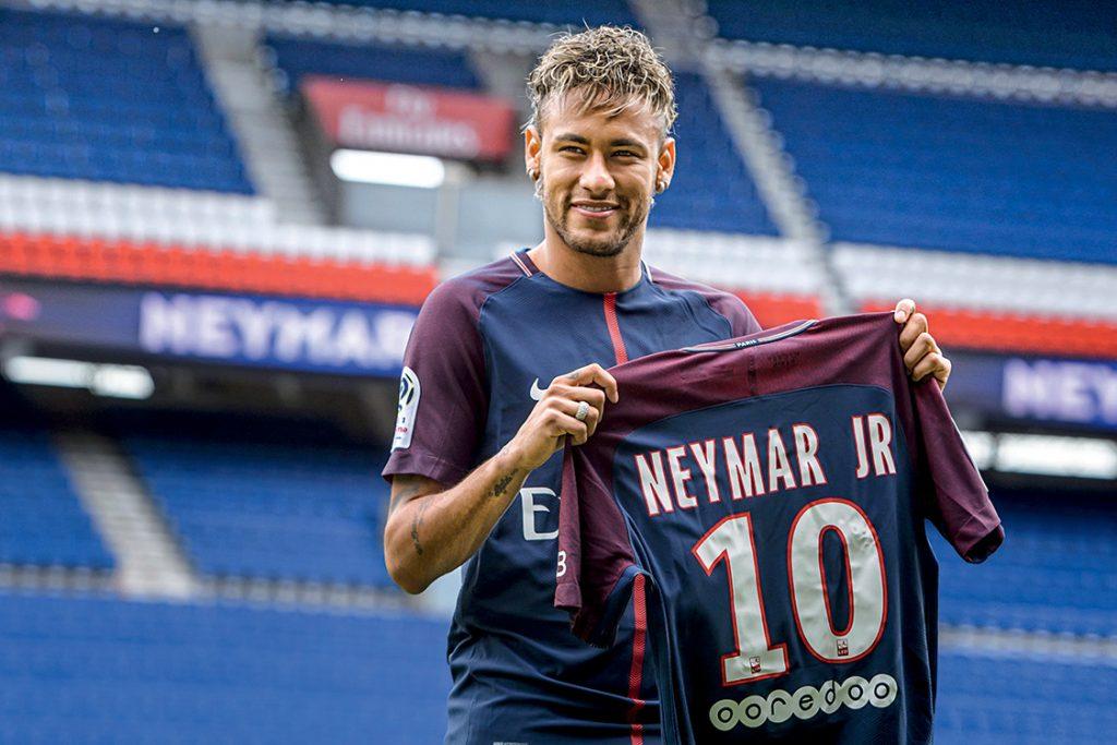 Camisa de Neymar do PSG é arrematada por cerca de 1 milhão