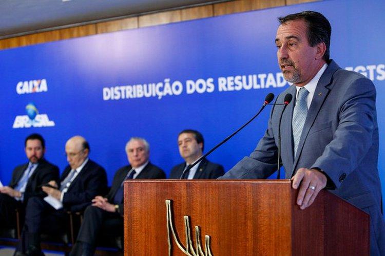 Escândalo no Governo: atual Ministro da Saúde liberou dinheiro para o filho na CAIXA