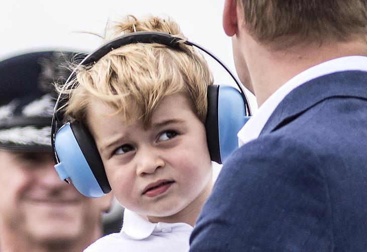 Homem é acusado de encorajar ataques ao príncipe George da Inglaterra