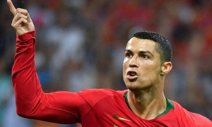 Cristiano Ronaldo faz a diferença no futebol e se iguala a Pelé