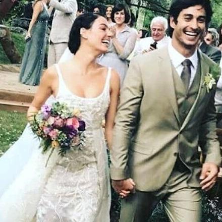 Atriz Isis Valverde se casa em cerimônia romântica em um sítio no Rio de Janeiro