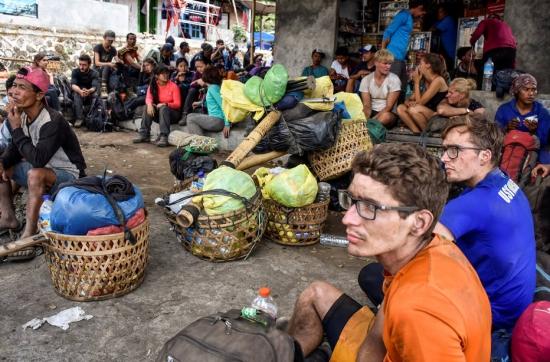500 alpinistas ficam isolados em vulcão após terremoto na Indonésia
