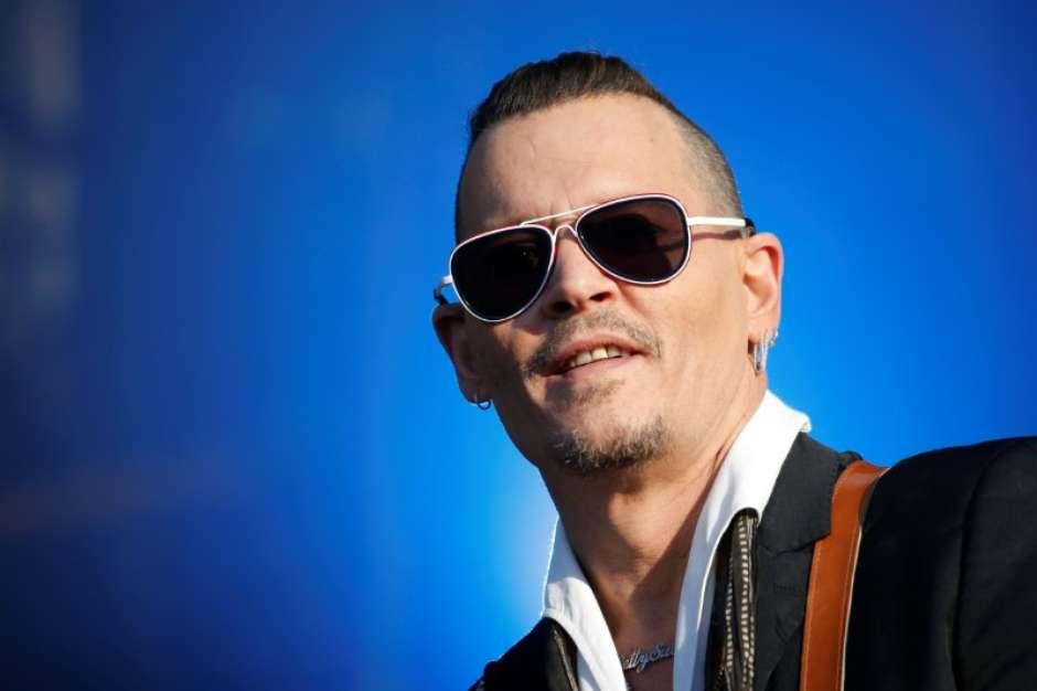 Ator Johnny Depp chega a acordo em batalha judicial com ex-representante