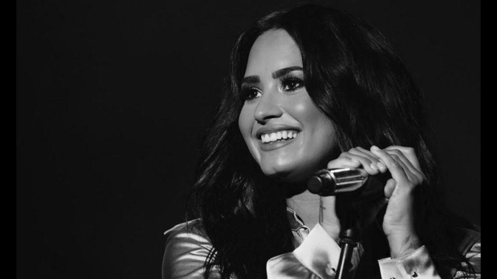Amigos próximos de Demi Lovato não se chocaram com a notícia da internação por overdose