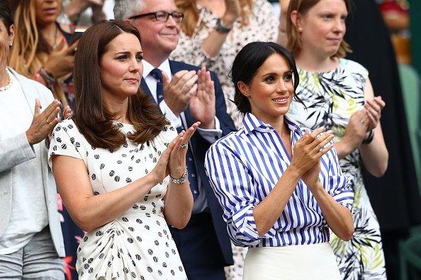 Sem os maridos, Kate e Meghan vão juntas a torneio de tenis