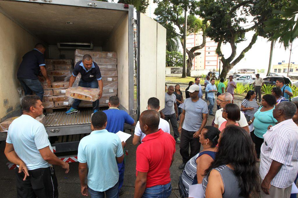 Voluntárias Sociais  e ADAB doam cinco toneladas de frango a creches comunitárias