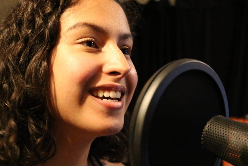 Jovem cantora Maíra Zaugg se apresenta em São Paulo e Rio