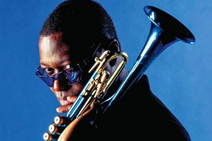 Trompetista que tocou com ícone do jazz Miles Davis, morre por coronavírus