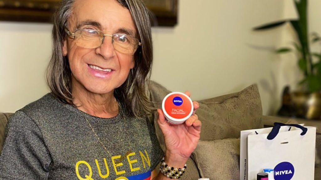 Transexual de 62 anos é a mais nova influenciadora digital da marca Nivea