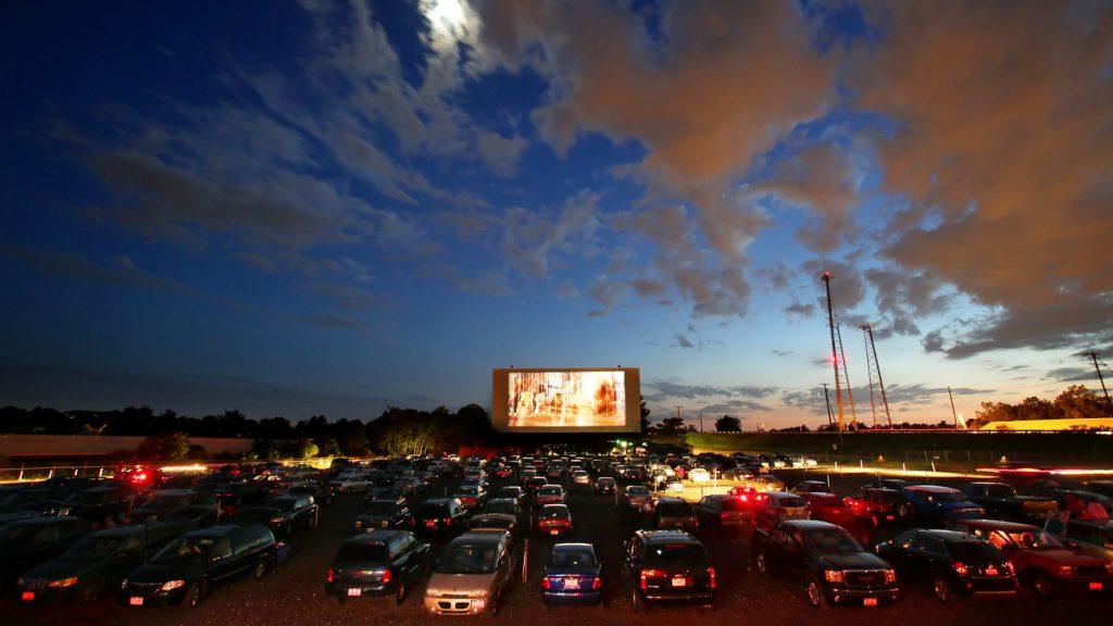 Formato Drive-in para filmes e shows é solução para área cultural na pandemia