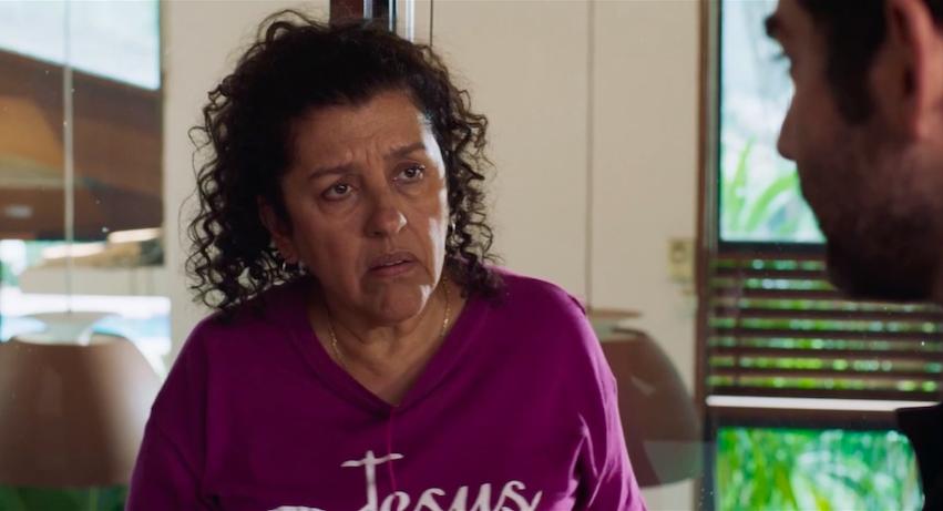 """Filme """"Três Verões"""" com Regina Casé e dirigido por Sandra Kogut está disponível nas plataformas digitais"""