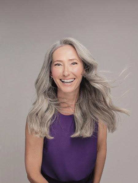 Fios brancos empoderados: nova linha do Boticário oferece tratamento completo para cabelos grisalhos