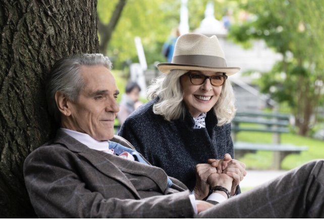 Comédia romântica estreia 20 de maio, com Deane Keaton e Jeromy Irons