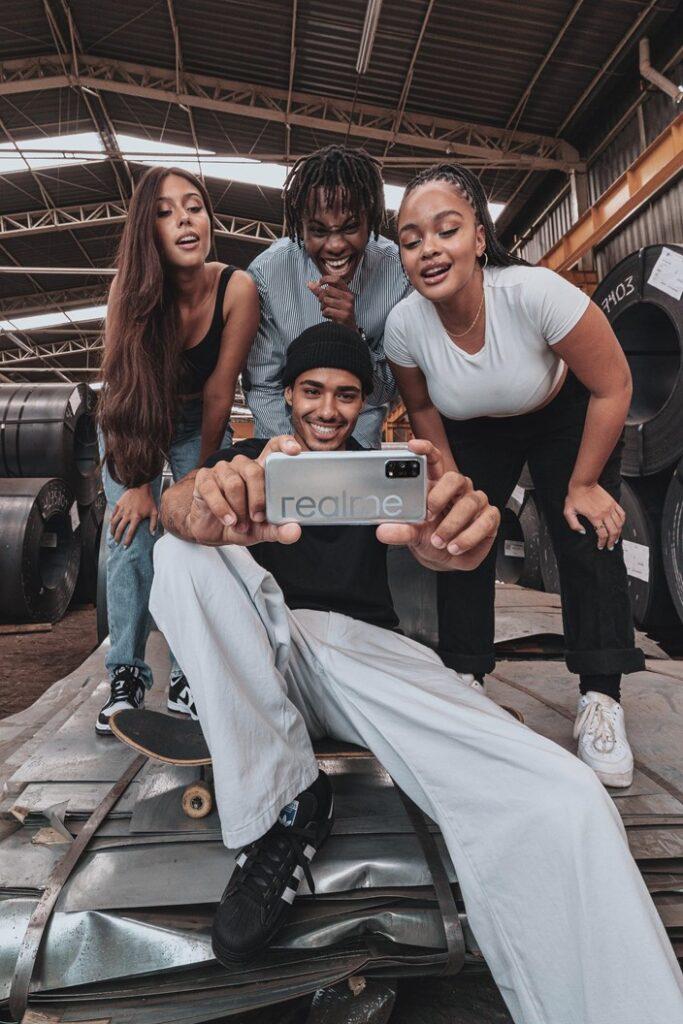 Realme lança seu primeiro celular 5G por R$ 2,6