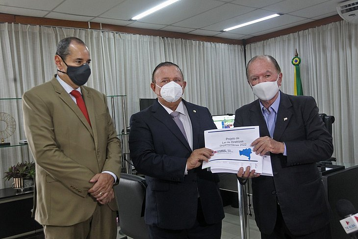 Presidente do Legislativo da Bahia recebe Projeto de Lei de Diretrizes Orçamentária 2022