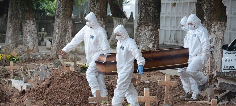 Brasil vacinou apenas 10,4% da população e contabiliza 462 mil mortes