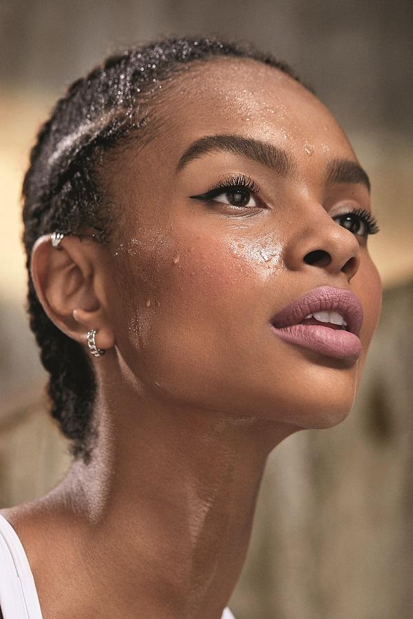 Make B. e Track&Field se unem para o lançamento de nova linha de maquiagem ultra resistente ao suor