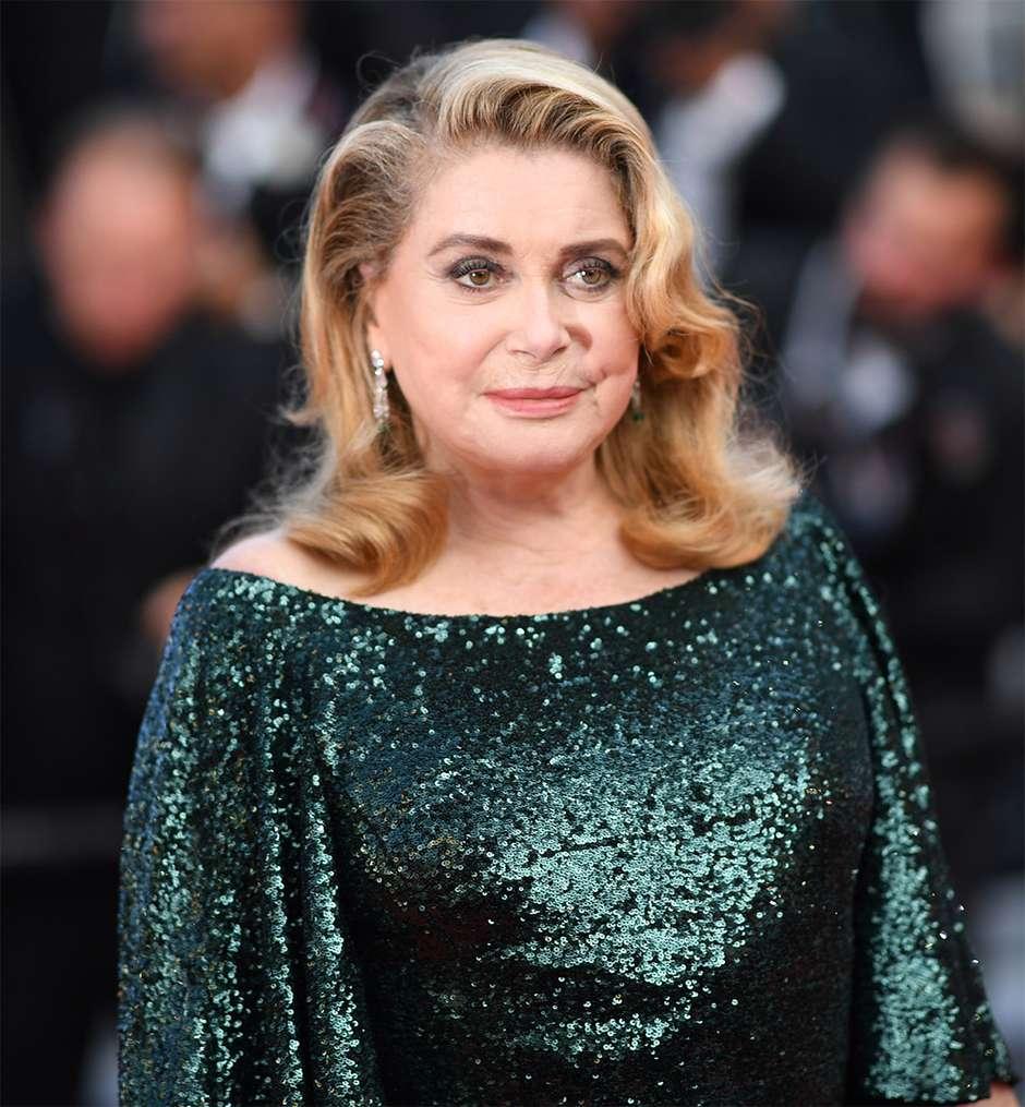 Catherine Deneuve se emociona ao voltar a Cannes após AVC