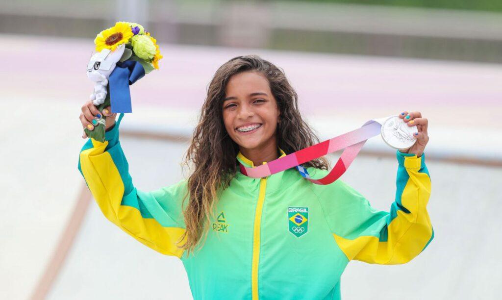 Rayssa Leal, a fadinha de 13 anos, faz história e leva a medalha de prata no skate