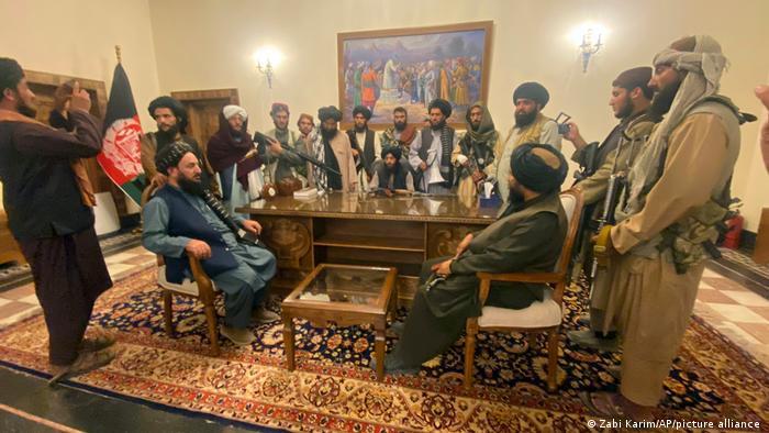 Talibãs comandam o Afeganistão. E agora? Entenda essa história que pode ter efeitos na Paz mundial