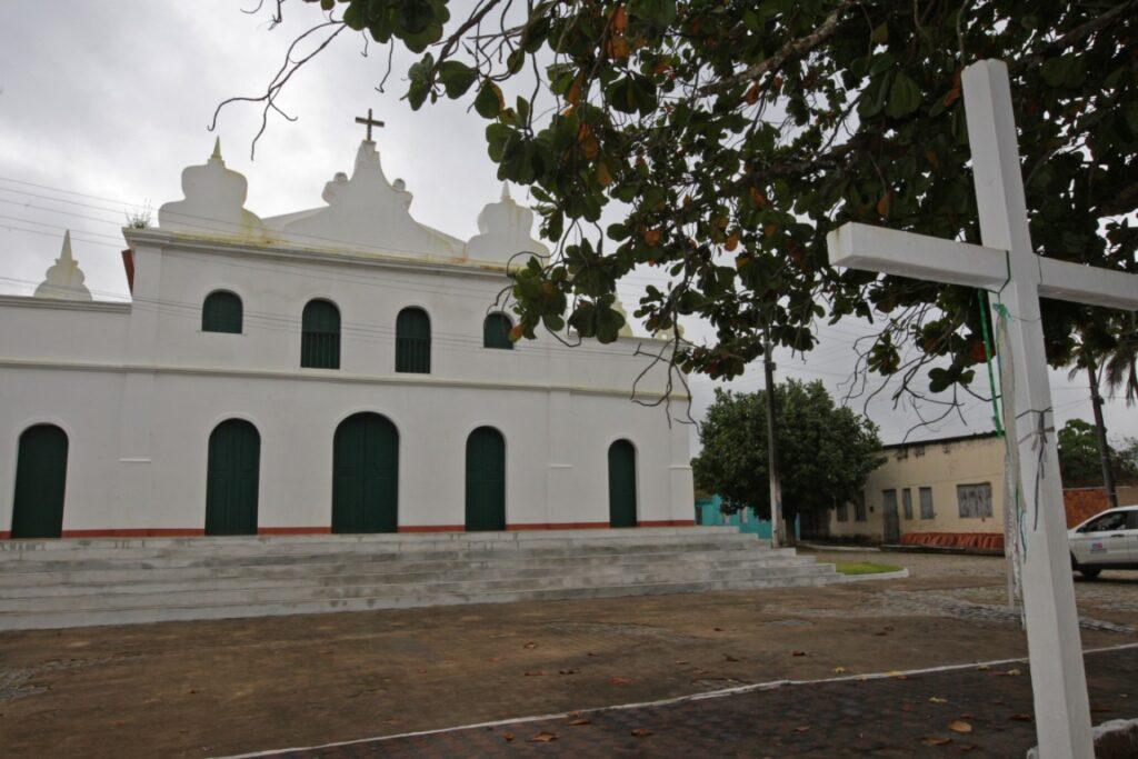 Rui inaugura reforma de igreja secular e entrega outras obras no município de Banzaê, interior da Bahia