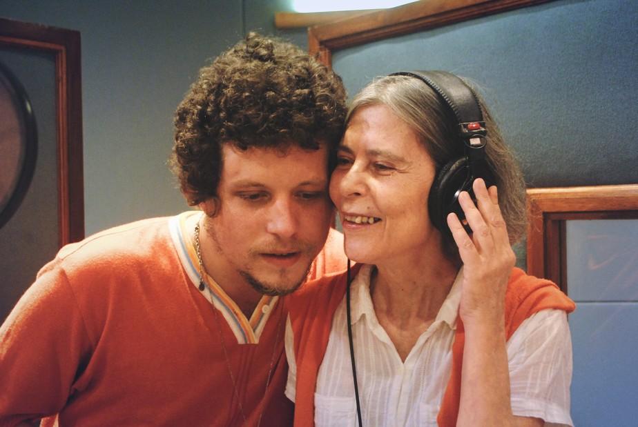 Viúva de Cássia Eller, Maria Eugênia participa como cantora do primeiro álbum solo do filho Chico Chico